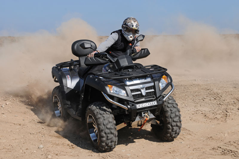 test 800er atvs can am outlander gegen cf moto. Black Bedroom Furniture Sets. Home Design Ideas