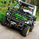 Gator Facelift 2013: John Deere schickt seine XUV 855D mit neuem Motorbremssystem, digitalem Armaturenbrett, strkerr Lichtmaschine und grerem Tank zur Arbeit