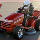 Schnellster Rasenmäher der Welt: Honda Mean Mower mit 187,6 km/h Topspeed