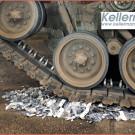 Kellermann Plagiat Vernichtung: 1.900 Blinker-Plagiate aus Fernost wurden demonstrativ mit einem Kampf-Panzer überrollt und zerstört