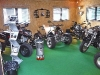 Showroom in Scheeßel: Bashan neben Harley