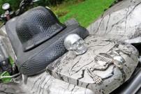 Mussgnug KFX 700, aufwändig: Totenkopf- und Skelett-Decors