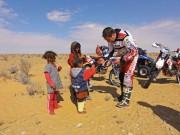 Sahara Offroad, Tunesien-Tour im Februar 2012: Biker begegnet Nomaden-Kindern