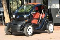 Renault Twizy: Stadt-Stromer mit Wetterschutz, der sich bedienen lässt wie ein Auto, flink ist wie ein Roller und nützlich wie ein Quad