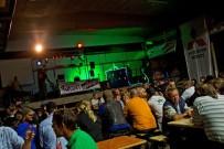 Offroad Abenteuer Hottingen 2013: Stimmung mit DJ und Live-Musik