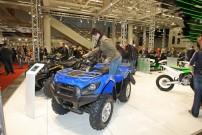HMT Hamburger Motorrad Tage 2014: Kawasaki-ATVs zum Anfassen, Besteigen - und sogar zum Kaufen, was ausgestellten Preisschilder wohl beweisen