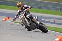 1. Lauf der SuperMoto Austria 2014 am 26. und 27. April: im PS Racing Center in Greinbach: Drift-Einlage von Andy Buschberger