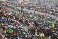 Anlassen am Nürburgring 2014 am 13. April: 10.000 Motorräder 200 ATVs und Quads