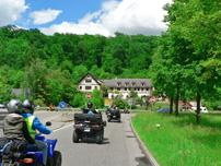 Benefiz Quad Ausfahrt 2014 der Initiative Glückliche Kinderherzen am 24. Mai: Tour über die alte Rennstrecke Solitude zur Panoramastraße in Gerlingen