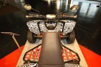 Der Deul Eigenbau by Herter Quads: Unter dem Plastik einer RAM 520 schlummert ein Yamaha MT07 Triebwerk mit 75 PS