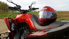Exeet V990R: farblich abgestimmt in Rot-Schwarz bis hin zum Helm-Decor