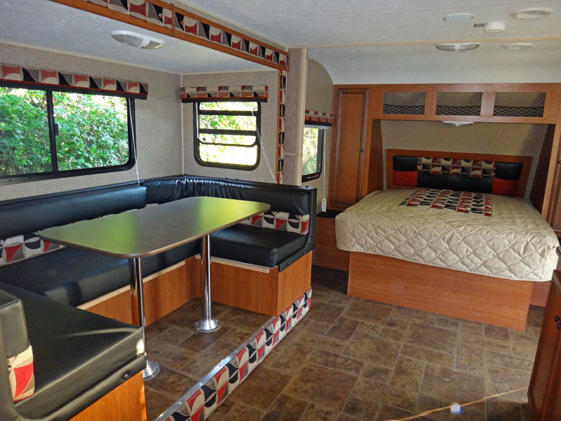 luxus amerikanische wohnwagen mit garage atv quad magazin. Black Bedroom Furniture Sets. Home Design Ideas