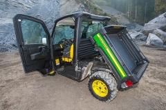 John Deere Gator XUV 835M: komfortable Kabine und üppige Kipp-Ladepritsche