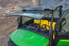 John Deere Gator XUV 835M: praktische Klapp-Windschutzscheibe