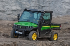 John Deere Gator XUV 835M: vielseitig einsetzbares, handliches Transportfahrzeug mit hervorragender Traktion im Gelände