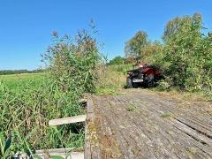 Endurofunten Offroad-Touren, verfallene Holzbrücke: 20 Meter rechts verläuft die Autobahn A24