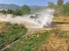 Eble 4x4 Touren 2021 - feucht fröhlich: Bachdurchfahrt in Bulgarien